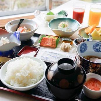 温泉ホテルの朝食の準備・配膳・片付け・洗い物などのお仕事です!